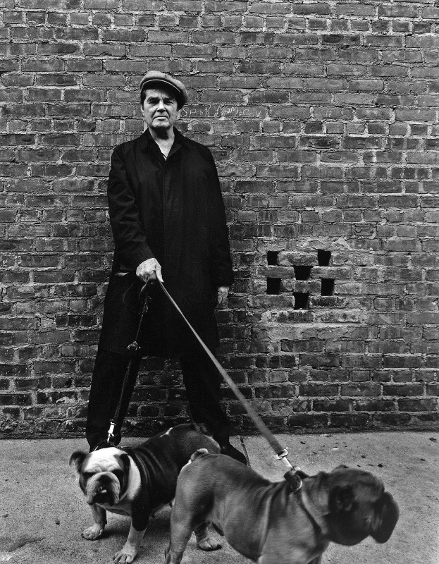 Judy Dater, Man with bulldogs, New York, 1976 (Andrew Mac Murray)