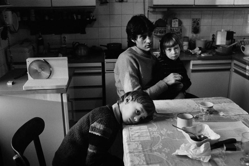 Ute Mahler, Berlin, Winfried Glatzeder, Robert and Philipp, 1982, from the Living together series. Courtesy of the artist.