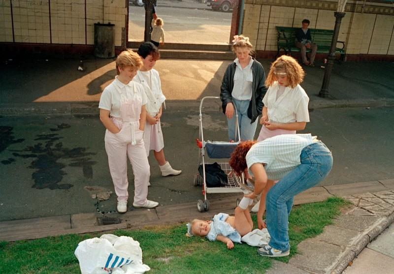 Tom Wood, Putting Green [Sur le green], New Brighton, 1985. Avec l'aimable autorisation de l'artiste et de Galerie Sit Down.